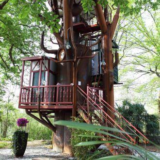 dormir dans une cabane perch e au pays basque un cadeau. Black Bedroom Furniture Sets. Home Design Ideas
