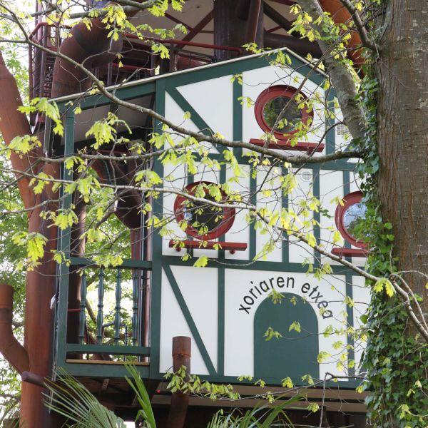 nuit insolite aquitaine cabanes perch es les nids d 39 h tes. Black Bedroom Furniture Sets. Home Design Ideas