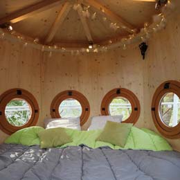 Vue intérieur du pigeonnier - Cabanes perchées Les Nids d'Hôtes